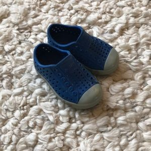 Native Jefferson toddler shoes size 5